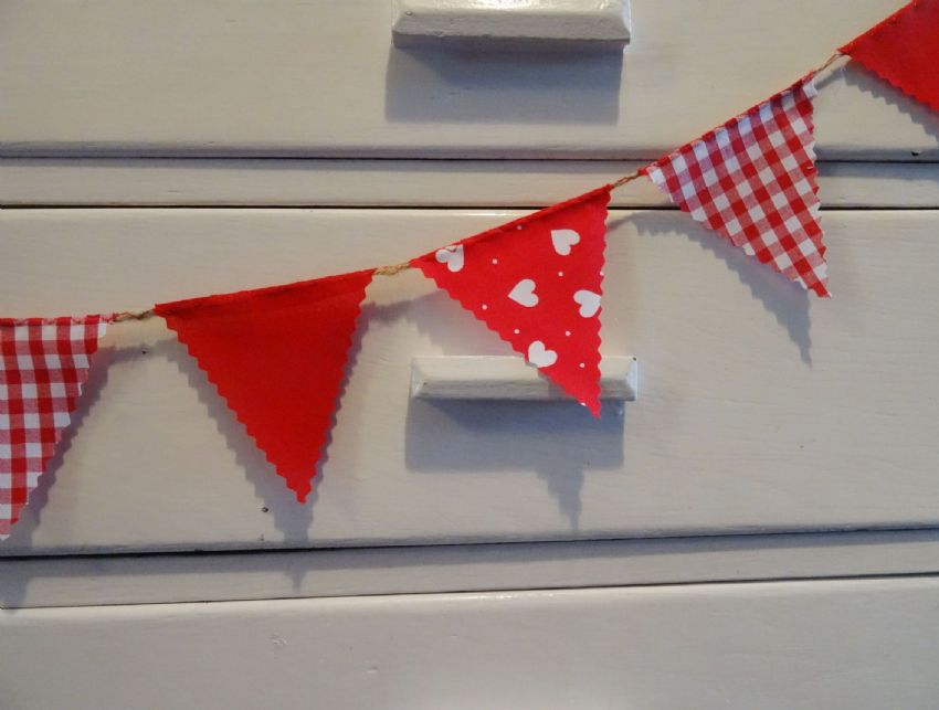 BUNTING  Very Mini - Red with White Hearts, Gingham and Plain - 1 metre